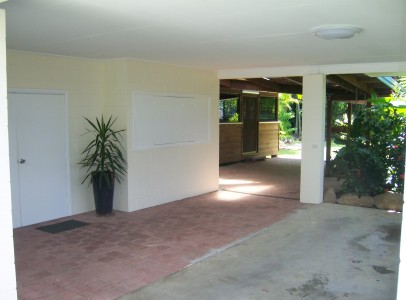 101_3596.JPG Carport and undercover areas